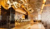 بالصور.. مطعم من الذهب يختار زبائنه في دبي