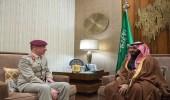 ولي العهد يستعرض مع مسؤولين بريطانيين مجالات التعاون العسكري