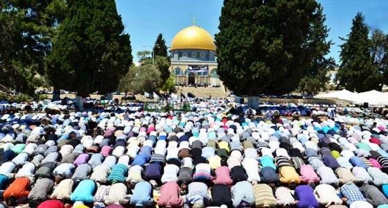 الآلاف يصلون الجمعة في المسجد الأقصى