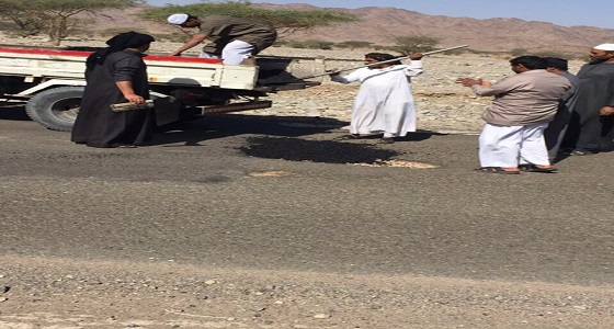 رغم كثرة الحوادث.. إيقاف صيانة طريق بالمدينة والأهالي يشتكون