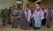 بالصور.. أمير القصيم يزور المستودع الخيري ببريدة