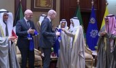 """أمير الكويت يستقبل رئيس """" الفيفا """""""