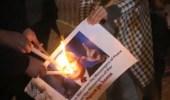 محتجون فلسطينيون يحرقون صور نائب الرئيس الأمريكي في بيت لحم