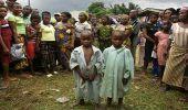 القبض على نيجيرية حاولت بيع طفلتيها التوأم