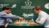 """لاعب الشطرنج النرويجي """" كارلسن """" يتعادل مع الهندي """" أناند """""""