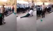 فيديو مروع لمعلم يجلد طلابه بأرض الطابور بوحشية