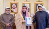 أمير القصيم يكرم رجل الأعمال علي الفوزان نظير إسهاماته المجتمعية