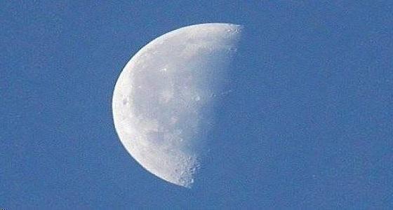 فلكية جدة: القمر يصل إلى التربيع الأخير وسيشرق بعد منتصف الليل
