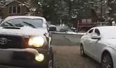 بالفيديو.. رد فعل صادم لرجل عثر على دب في سيارته