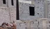 بالفيديو.. مواطن يحذر من فلل مبنية بطريقة غير فنية بالمدينة