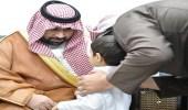 بالصور.. أمير جازان بالنيابة ينقل تعازي القيادة لذوي الشهيد الحريصي