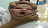 """والد الرضيع: المستشفى تهاونت بحالة """" عدي """""""