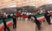 """بالفيديو.. تجمهر إيرانيون بمطار """" هامبورغ """" لمنع خليفة خامنئي من الفرار"""