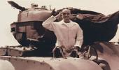 صورة نادرة للملك فهد على ظهر دبابة بسان فرانسيسكو