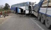 إصابتين إثر اصطدام حافلة بطريق الساحل