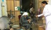 """بالفيديو.. حكاية أشهر بائع لـ """" التتن """" في سوق القيصرية بالإحساء"""