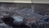 """بالفيديو.. مصريان يحبطان عملية سطو مسلح في """" سوبر ماركت """" بالخبر"""