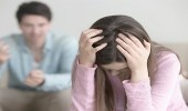 سيدة طلبت الطلاق بسبب حماتها فشهر بها زوجها عبر الفيسبوك