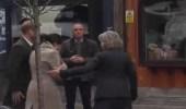 بالفيديو.. تصرف غريب للأمير هاري مع خطيبته يثير غضب الجمهور