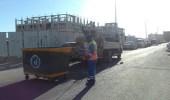 تنظيف وتعقيم حاويات النظافة في شوارع بلدية الدمام