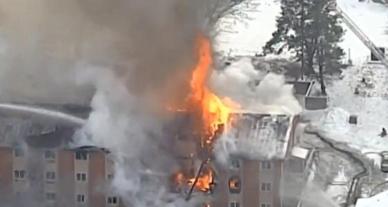 حريق هائل يلتهم أحد الفنادق بالولايات المتحدة وأنباء عن انهياره