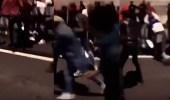 بالفيديو.. اعتداء مشاغبون على شرطية يثير غضب الفرنسيين