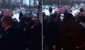 بالفيديو.. جنازة تتحول إلى شجار عنيف بين المشيعين