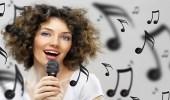 دراسة: الغناء يعالج اكتئاب مابعد الولادة