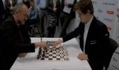 بالفيديو.. أشهر لاعبيْن للشطرنج يتنافسان في مباراة واحدة والنتيجة مذهلة