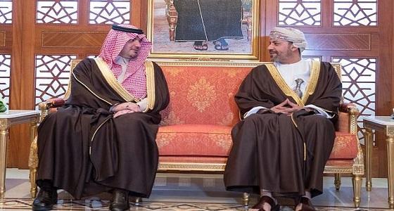 سمو وزير الداخلية يبحث سبل تعزيز مسارات التعاون الأمني مع وزير الداخلية العماني