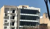 بالفيديو.. أب وأبنائه يهددون بالانتحار بالأردن