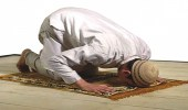 """"""" لجنة الفتوى """" توضح حكم صلاة المصلي إذا انحرف عن القبلة"""