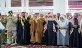 أمير القصيم ينقل تعازي القيادة لذوي الشهيد سعود الحربي