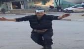 بالفيديو.. بائع فول يتحول لنجم بمواقع التواصل بسبب رقصة