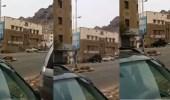 بالفيديو.. اشتباكات في مدخل كريتر ومحاولات لاقتحام القصر الرئاسي بعدن