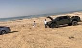 """"""" غوث """" يُحرر سيارة عالقة في الرمال بالمنطقة الشرقية"""