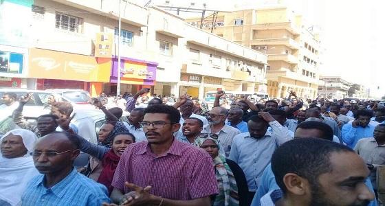 التظاهرات تجتاح العاصمة السودانية..والأمن يعتقل الصحفيين