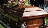 أثناء تشييع الجنازة..امرأة متوفية تلد داخل تابوتها