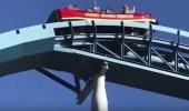 بالفيديو.. تعلق مجموعة ركاب لعبة خطيرة على ارتفاع شاهق بعد تعطلها