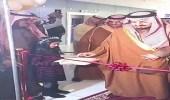 """بالفيديو.. أمير عسير يفتتح مجمع """" الراشد مول """" في أبها"""