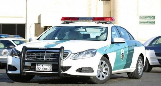 """مرور مكة: الإطاحة بمفحط الـ """" فورد موستنج """" أمام مدرسة"""