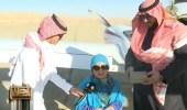 """بالفيديو والصور.. رئيس جمعية الطيران يحلق بـ """" غلا الخالدي """" في سماء المملكة"""