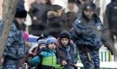 """مراهق روسي يلقي """" مولتوف """" على مدرسة ويهاجم معلمة بفأس"""