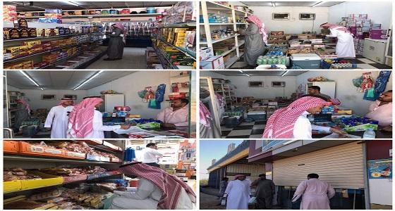 مصادرة مواد غذائية وإغلاق محليْن تجاريين بالحرث