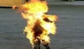 بالفيديو.. بائع إيراني يحرق نفسه بعد إغلاق البلدية محله