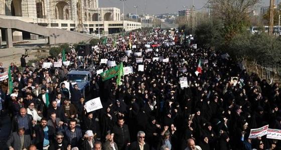 السلطات الإيرانية تعتقل مئات المتظاهرين في عدة مدن