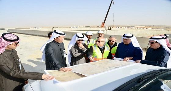 وزير النقل يتفقد مشاريع الجسور بطريق الرياض