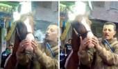 بالفيديو.. رجل يجبر حصان على تدخين حشيش ورد فعل صادم للأخير