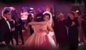 فيديو مؤثر لانهيار عروس عقب غناء شقيقتها لها