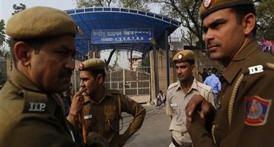 الهند: إلقاء القبض على سعوديين بتهمة هاتف بالأقمار الصناعية